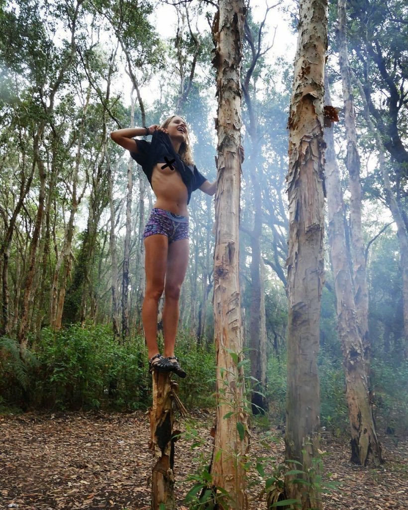 Aussie Hottie Isabelle Cornish Displaying Her Perfect Body gallery, pic 36