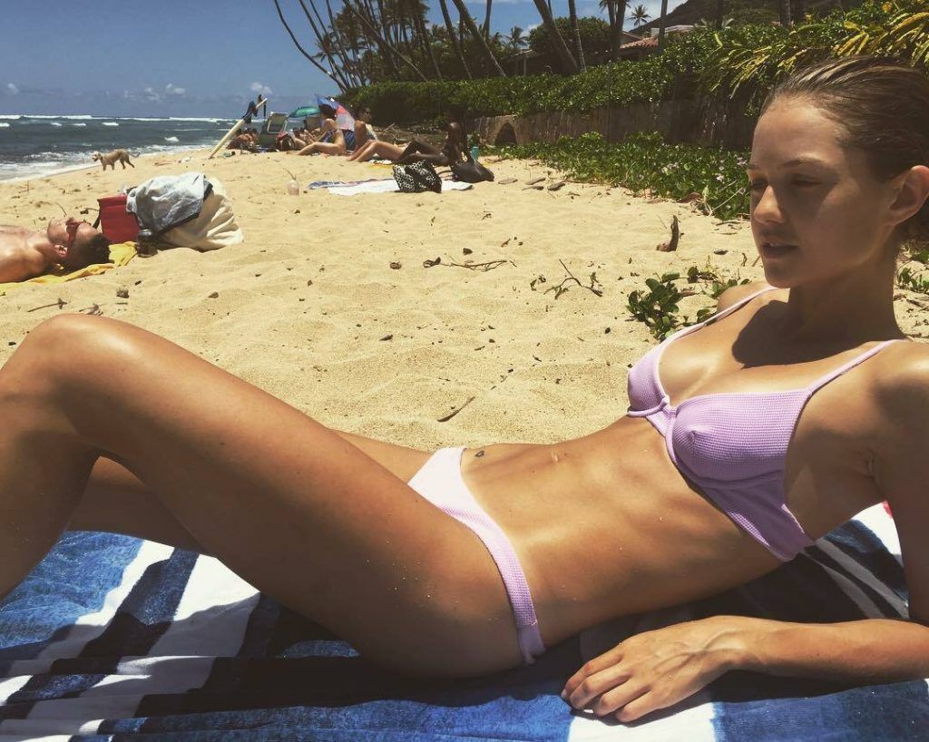 Aussie Hottie Isabelle Cornish Displaying Her Perfect Body gallery, pic 51