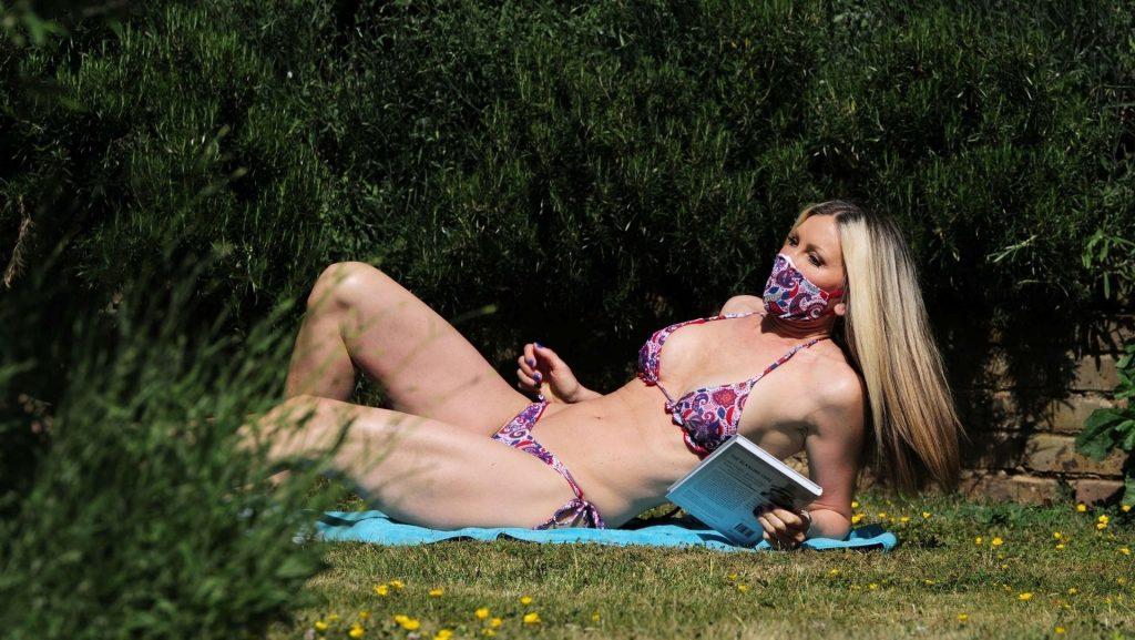 Mature Model Caprice Bourret Sunbathing in a Bikini gallery, pic 9