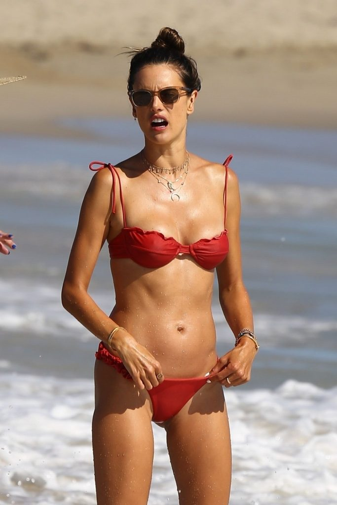 Bikini-Clad Alessandra Ambrosio Looks Perfect Without Even Trying Hard gallery, pic 31