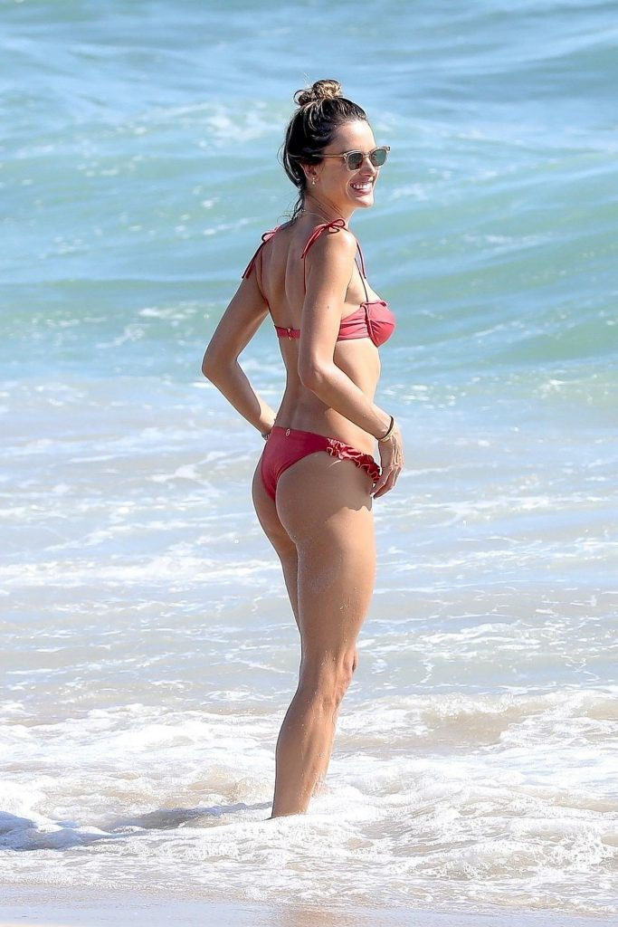 Bikini-Clad Alessandra Ambrosio Looks Perfect Without Even Trying Hard gallery, pic 32