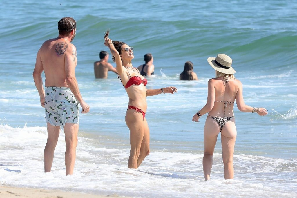 Bikini-Clad Alessandra Ambrosio Looks Perfect Without Even Trying Hard gallery, pic 4