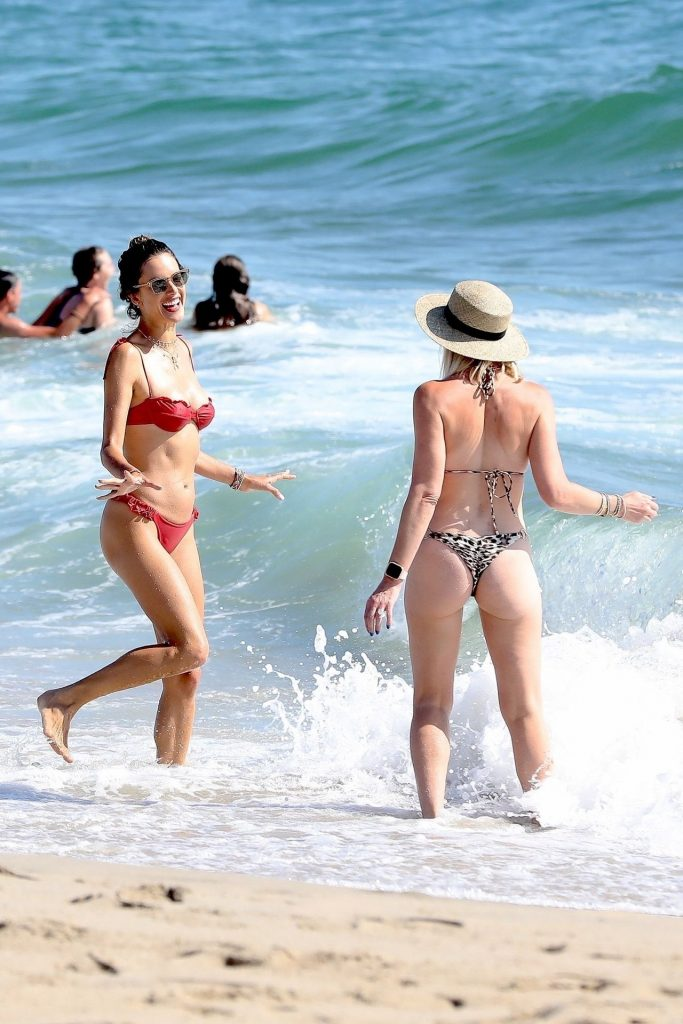 Bikini-Clad Alessandra Ambrosio Looks Perfect Without Even Trying Hard gallery, pic 6