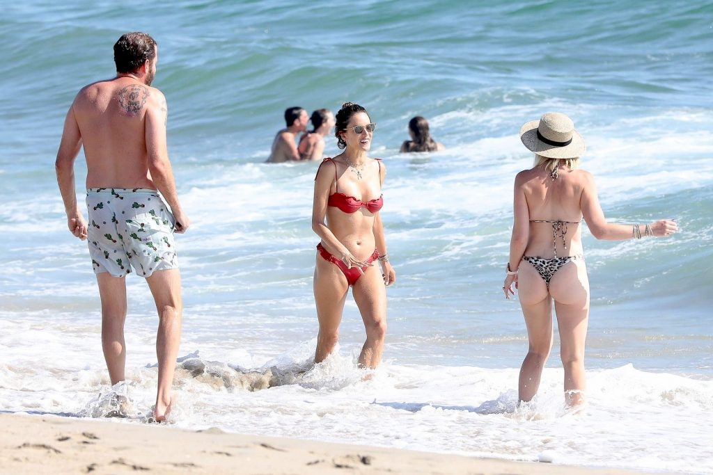 Bikini-Clad Alessandra Ambrosio Looks Perfect Without Even Trying Hard gallery, pic 7