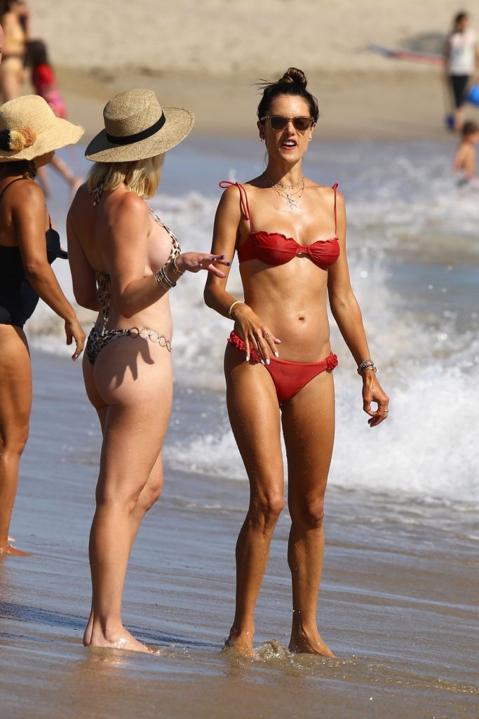Bikini-Clad Alessandra Ambrosio Looks Perfect Without Even Trying Hard gallery, pic 9