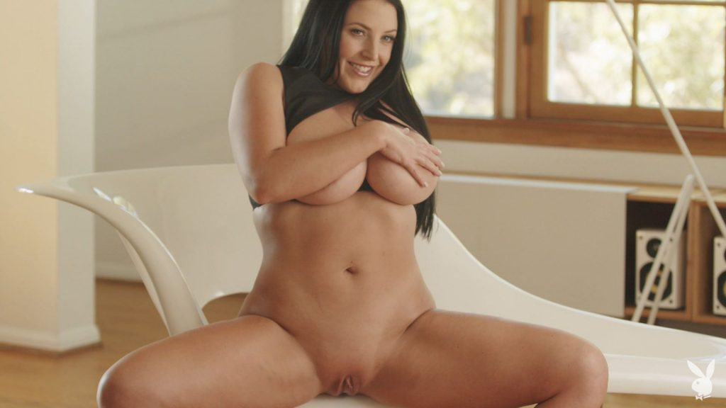 Thick Pornstar Angela White Flashing Her Pussy in HQ