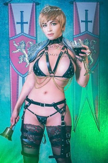 hot Danielle Beaulieu as cersei