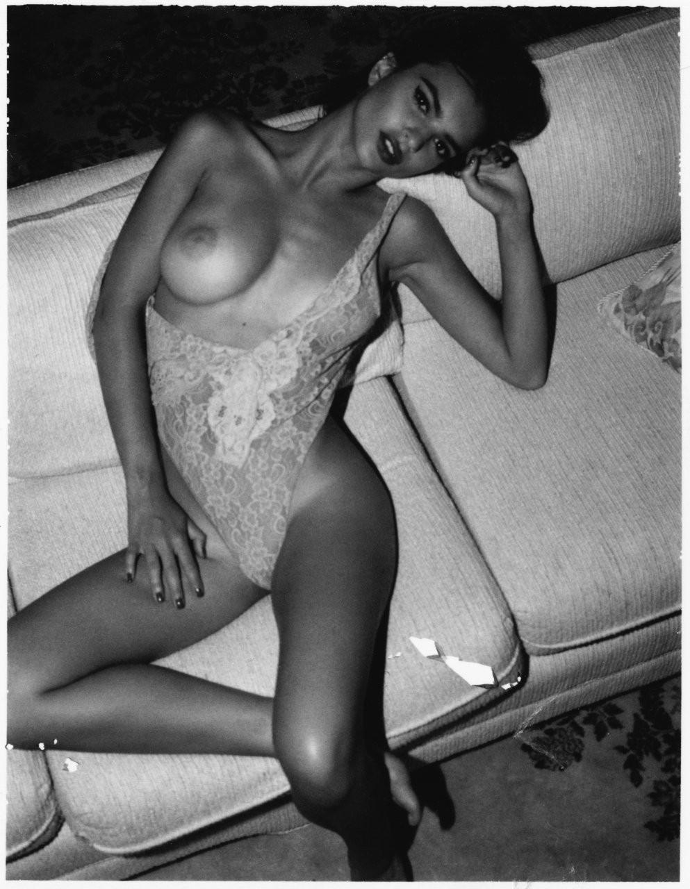 Emily Ratajkowski Naked 02 TheFappening.nu