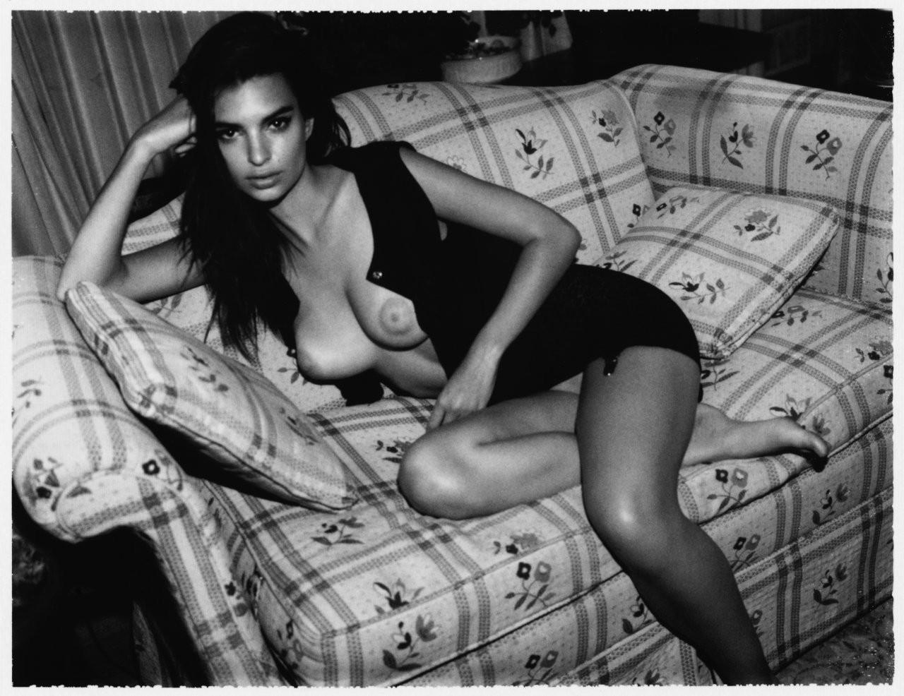 Emily Ratajkowski Naked 07 TheFappening.nu
