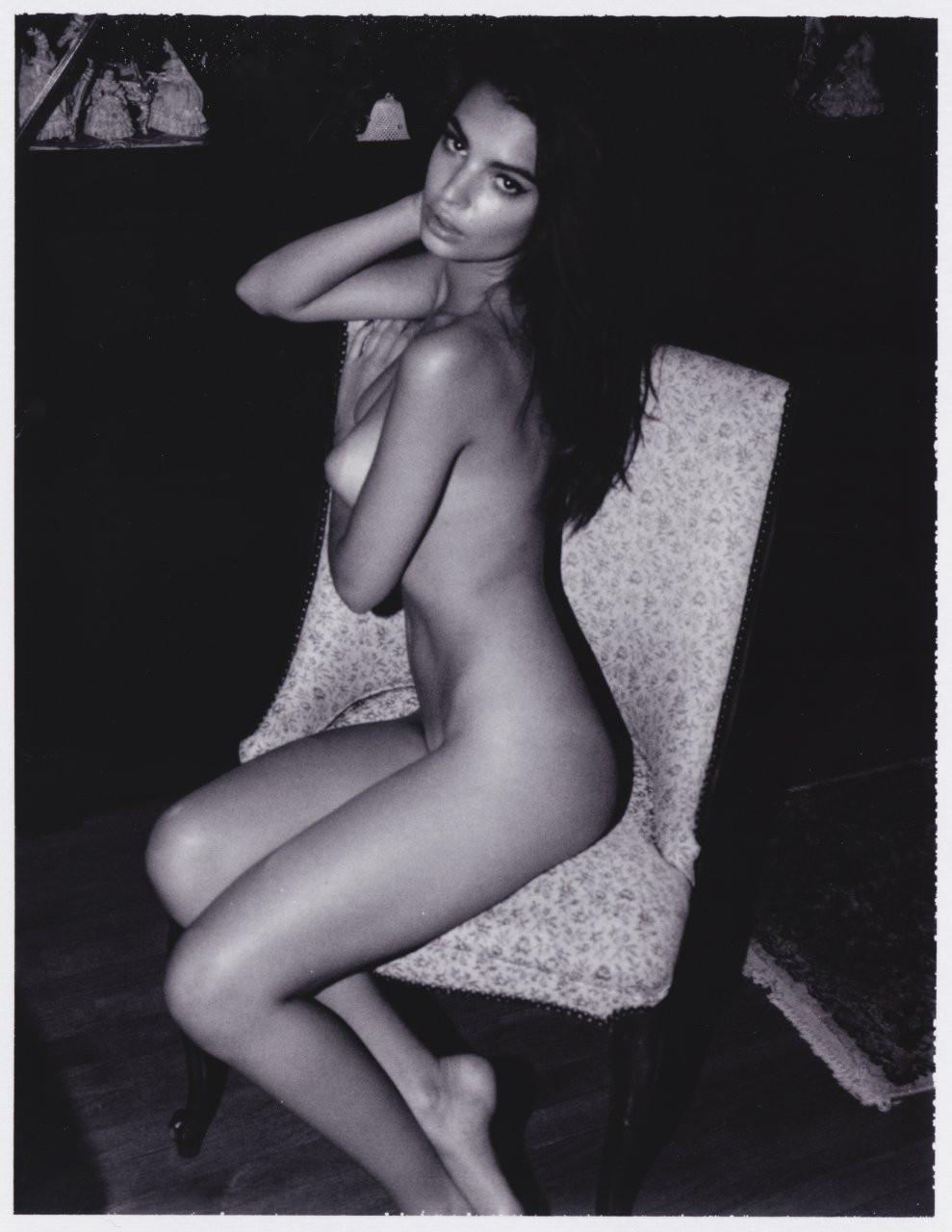 Emily Ratajkowski Naked 11 TheFappening.nu