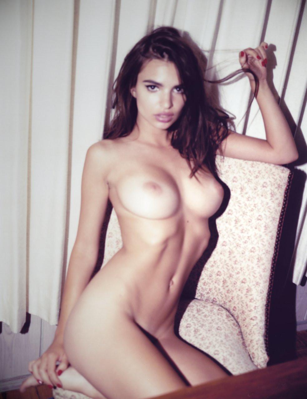 Emily Ratajkowski Naked 14 TheFappening.nu