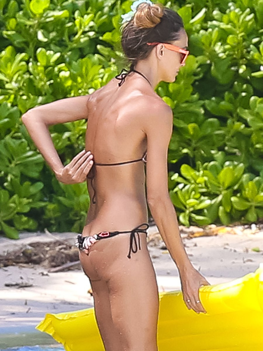 Sharni Vinson Topless 05 TheFappening.nu