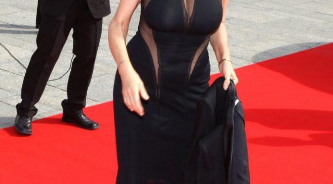 Mature Beauty Susan Sarandon Showing Her Impressive Rack