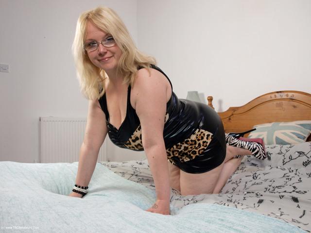 SindyBust - Leopard Dress Pt1