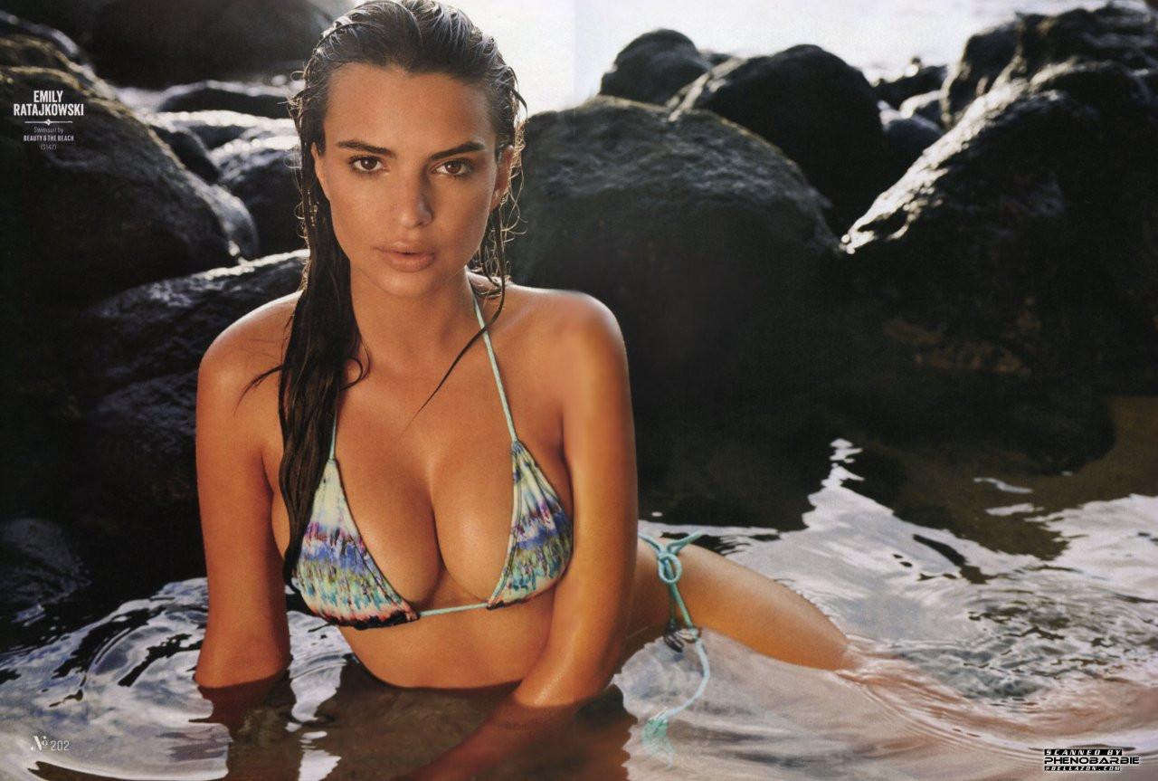Emily Ratajkowski in Micro Bikini 02 TheFappening.nu