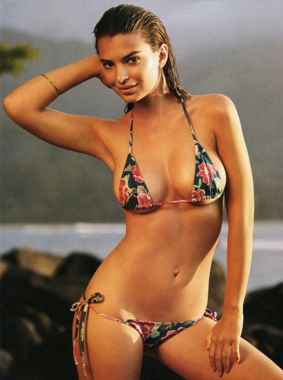Emily Ratajkowski in Micro Bikini 04 TheFappening.nu