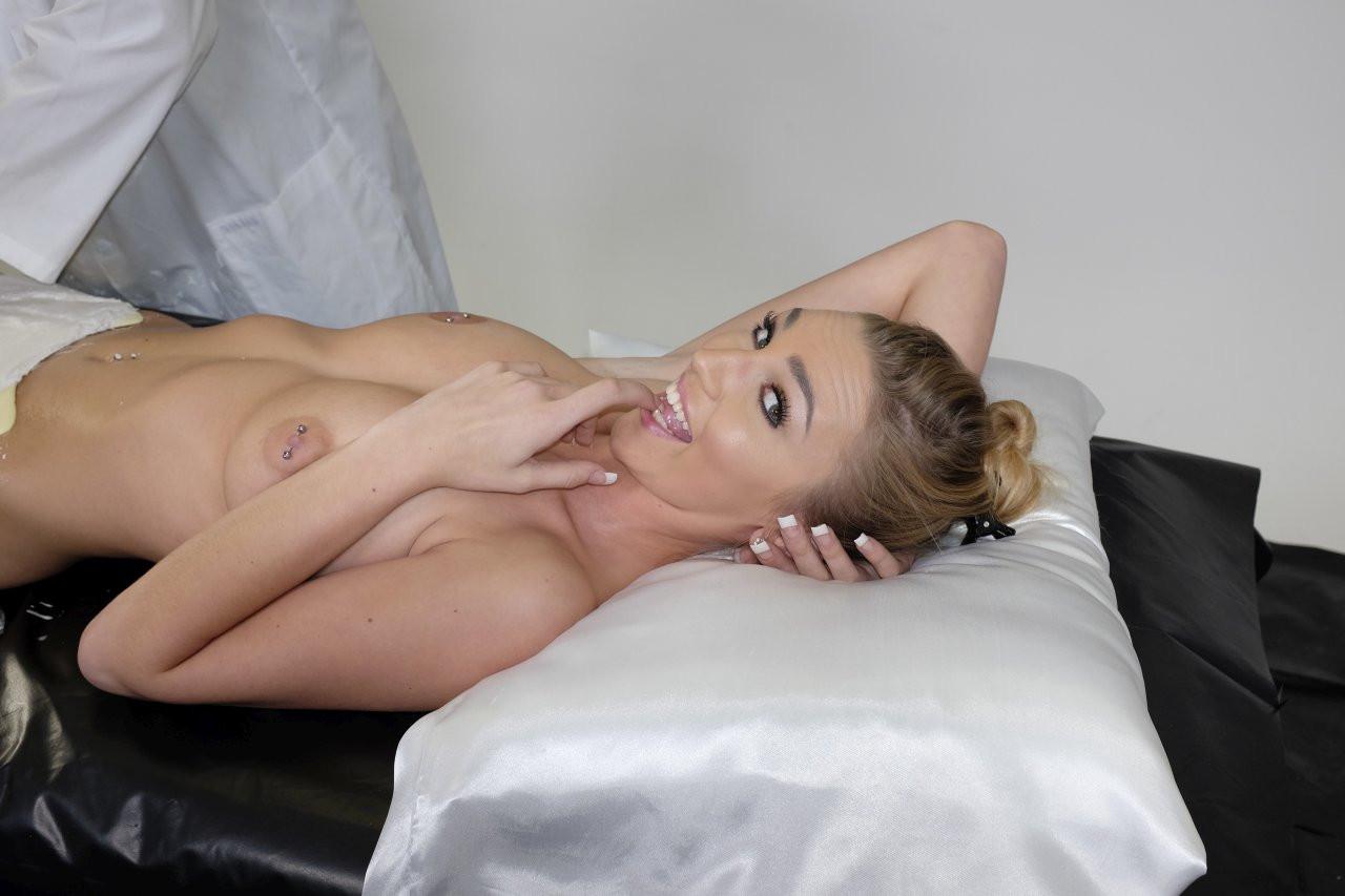 Kendra Sunderland Naked 02 TheFappening.nu