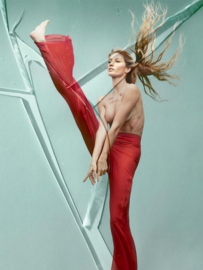 Gisele Bundchen Topless Covered Vogue Brazil 04 675x900 TheFappening.nu