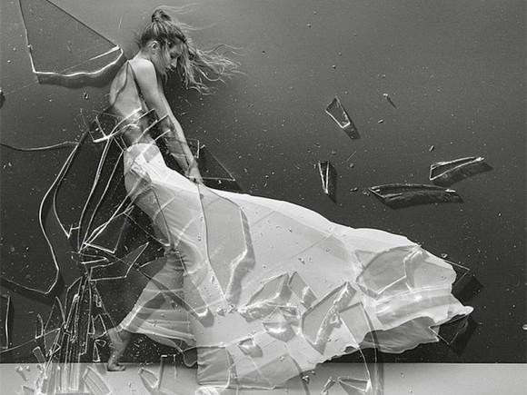 Gisele Bundchen Topless Covered Vogue Brazil 05 580x435 TheFappening.nu