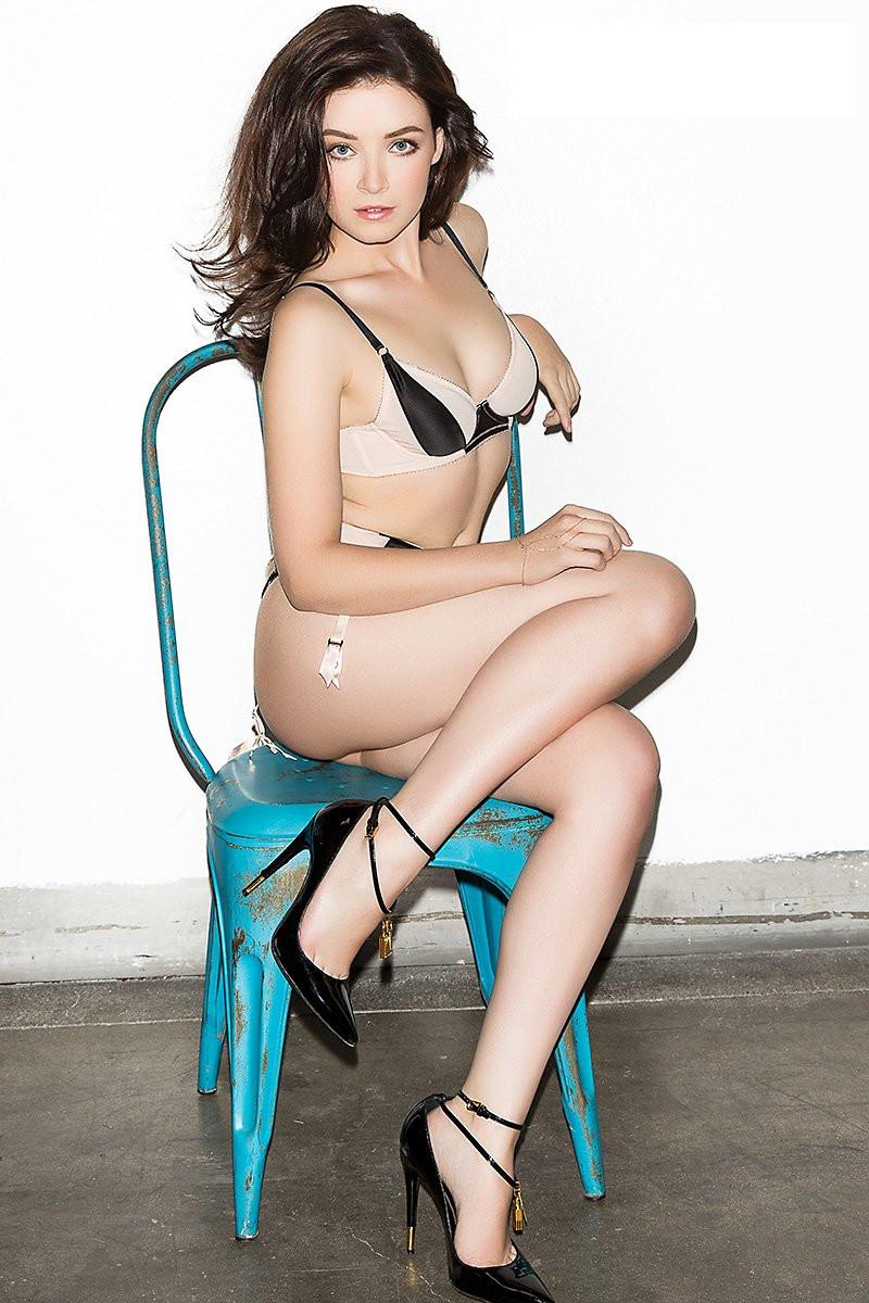 Sarah Bolger Topless 02 TheFappening.nu