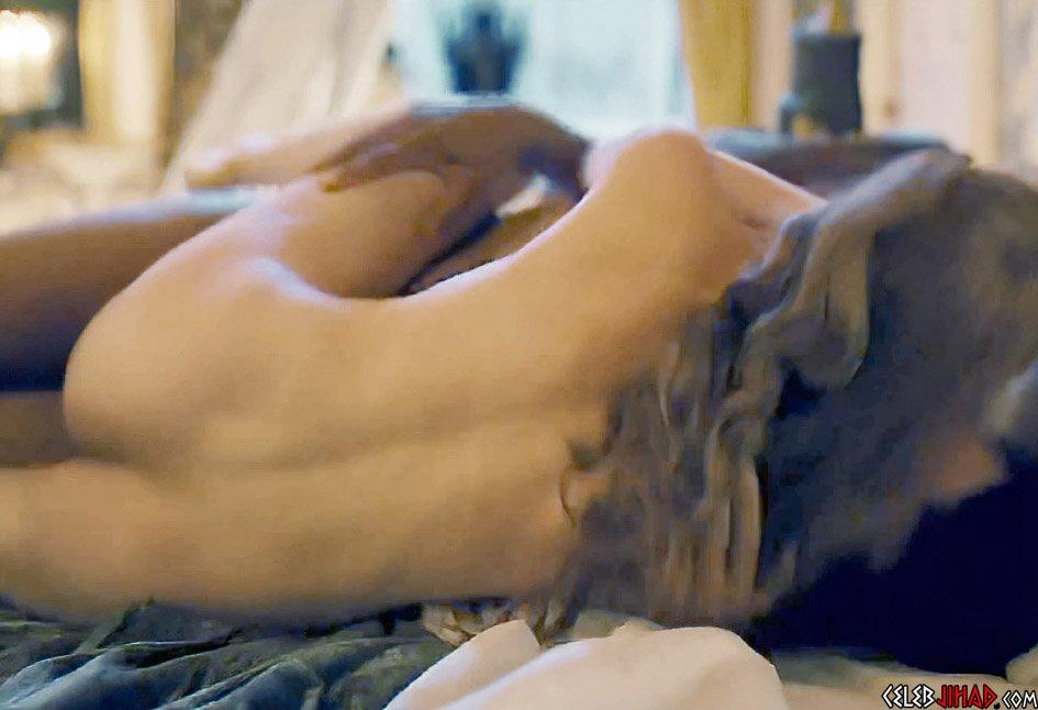 Phoebe Dynevor nude