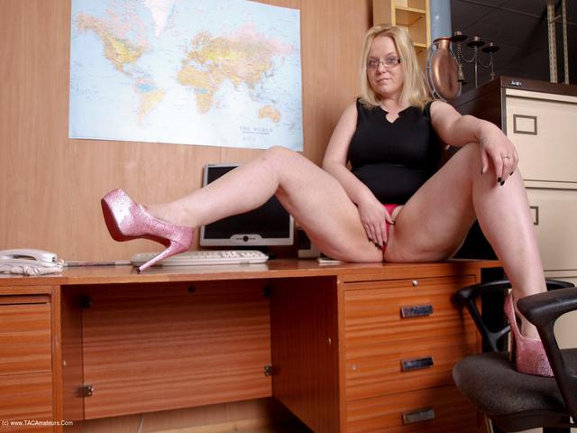 SindyBust - Naughty Office Girl