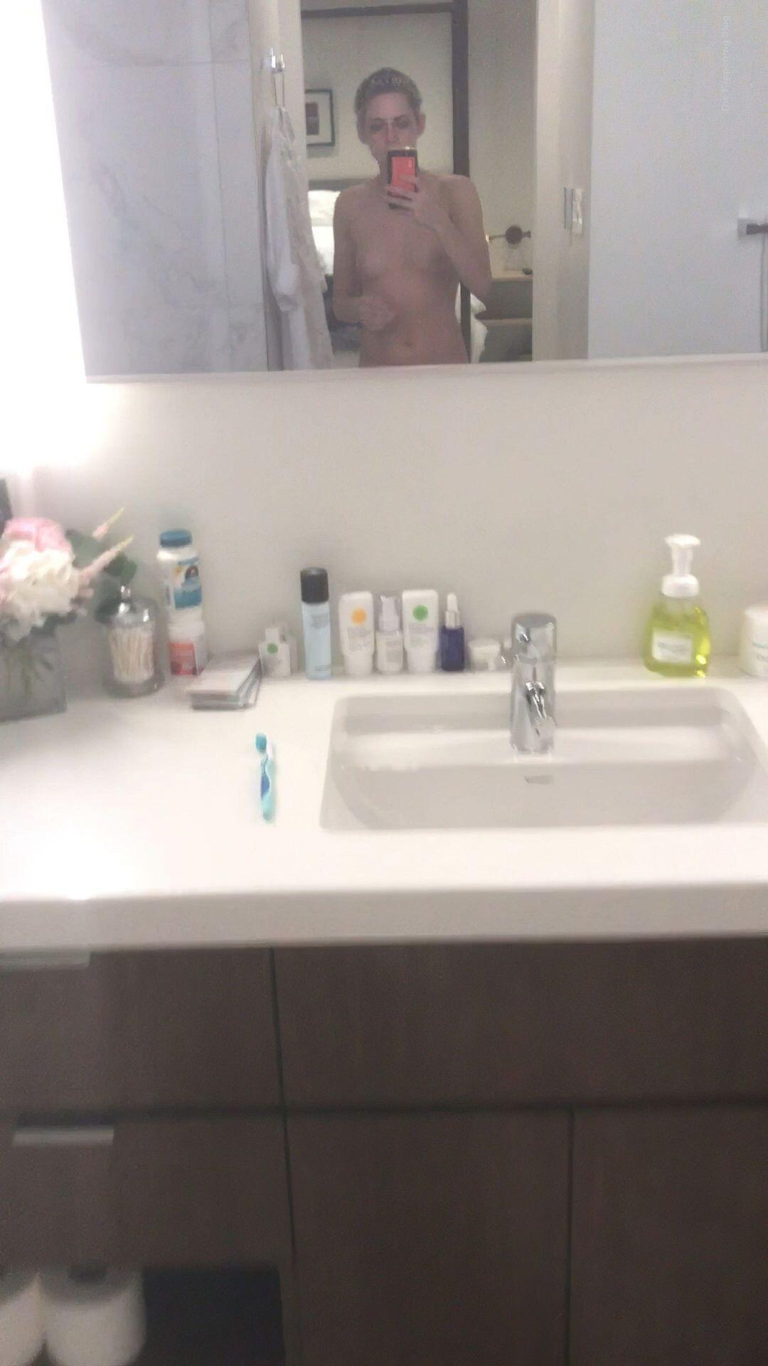 Kristen Stewart Nude Leaked 212 fappenings.com