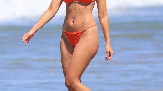 Jennifer Lahmers Sexy Bikini (7 Photos)
