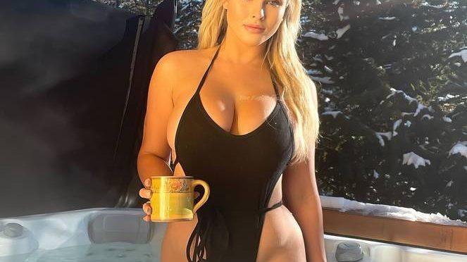 Kinsey Wolanski Nude Sexy (17 Photos)