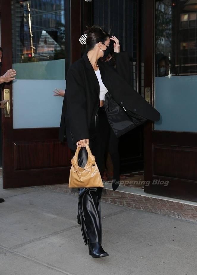 Kendall Jenner Braless 3