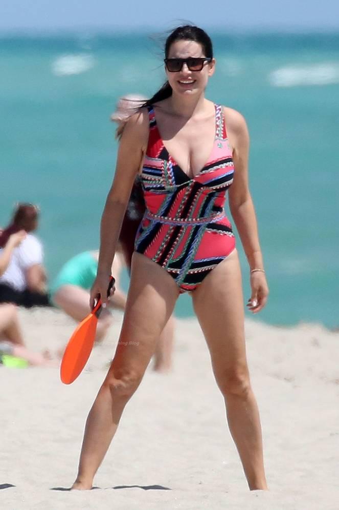 Sonia Amoruso on Beach 4