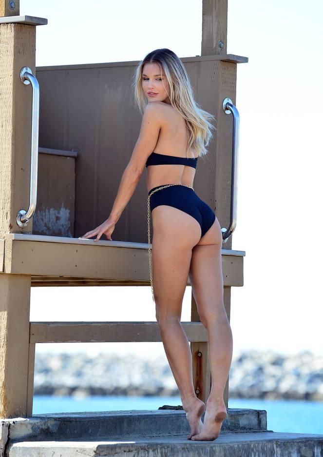 Joy Corrigan on Beach Photoshoot 4