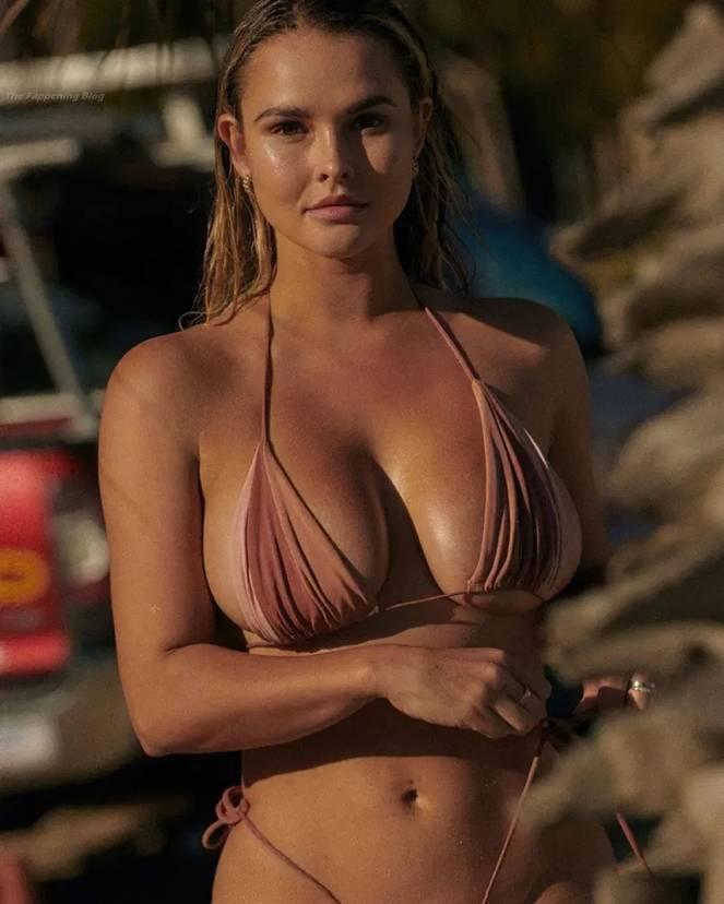 Kinsey Wolanski Sexy 4