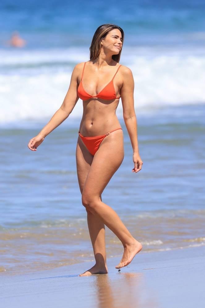 Jennifer Lahmers Sexy on Beach Bikini 6