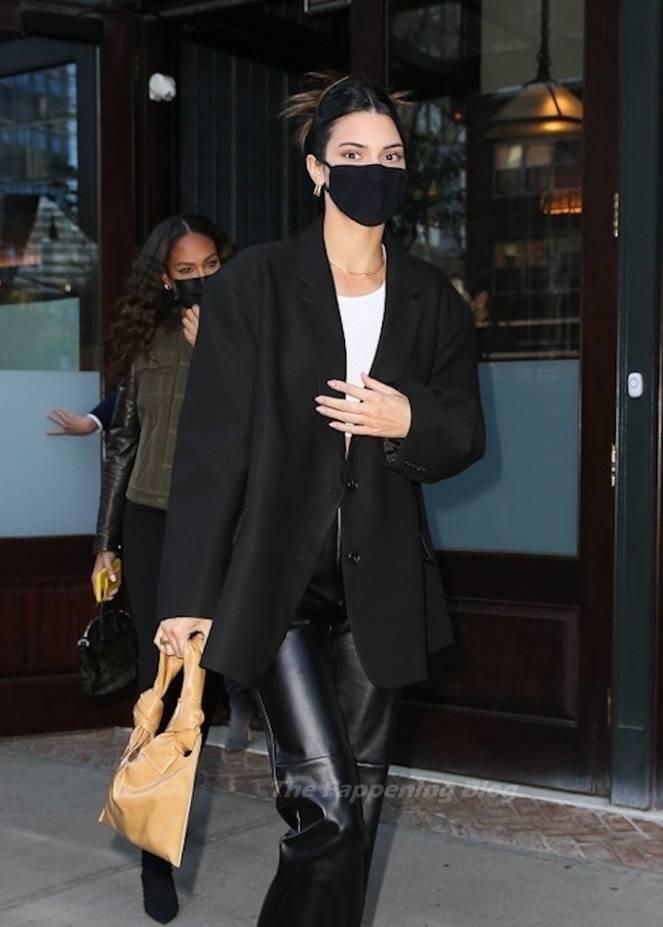 Kendall Jenner Braless 7