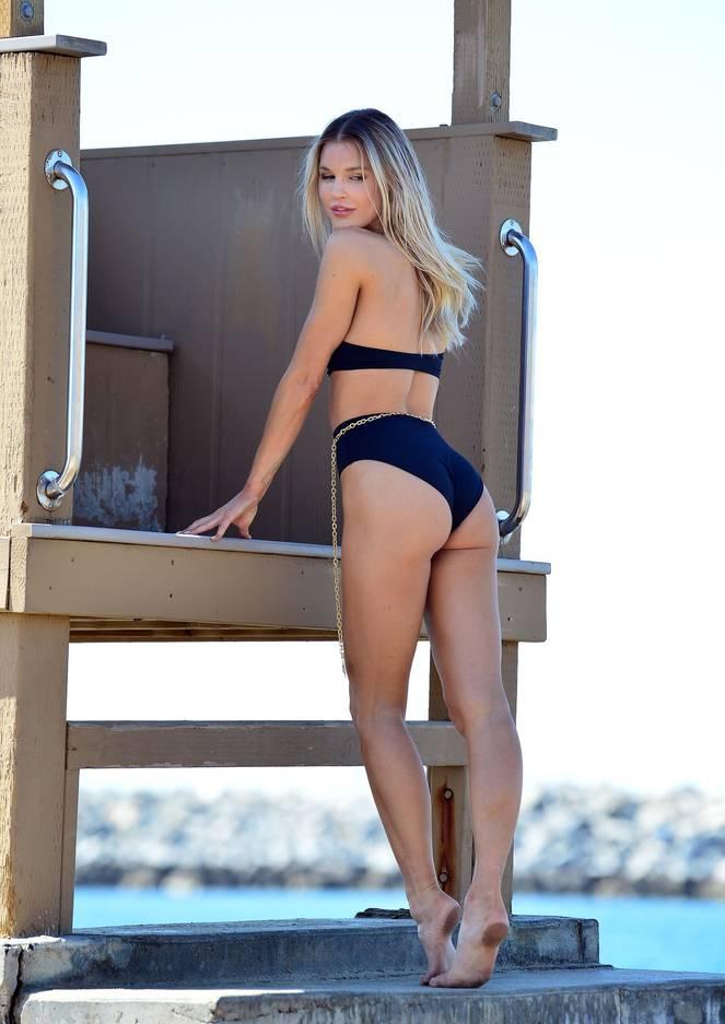 Joy Corrigan on Beach Photoshoot 8