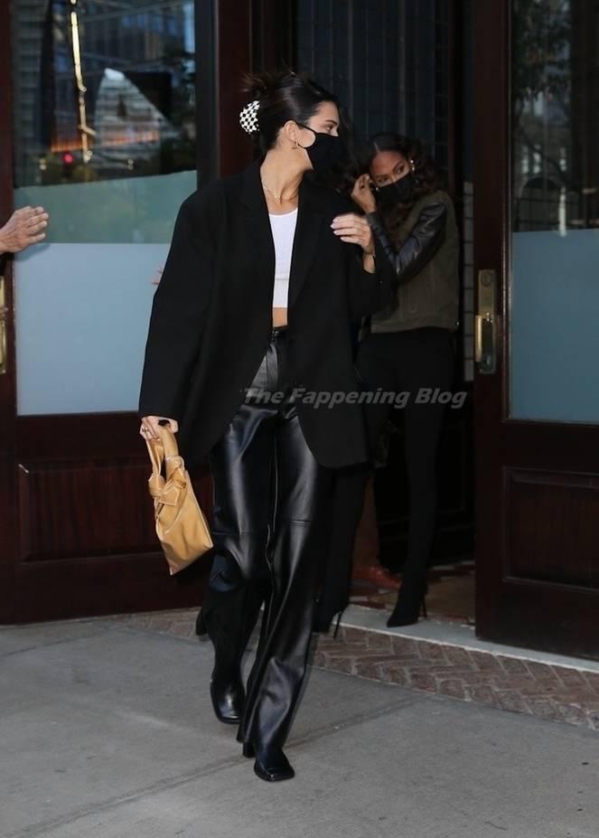 Kendall Jenner Braless 9