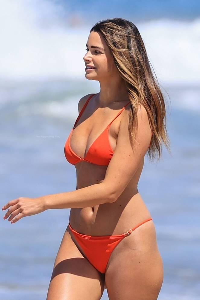 Jennifer Lahmers Sexy on Beach Bikini 10