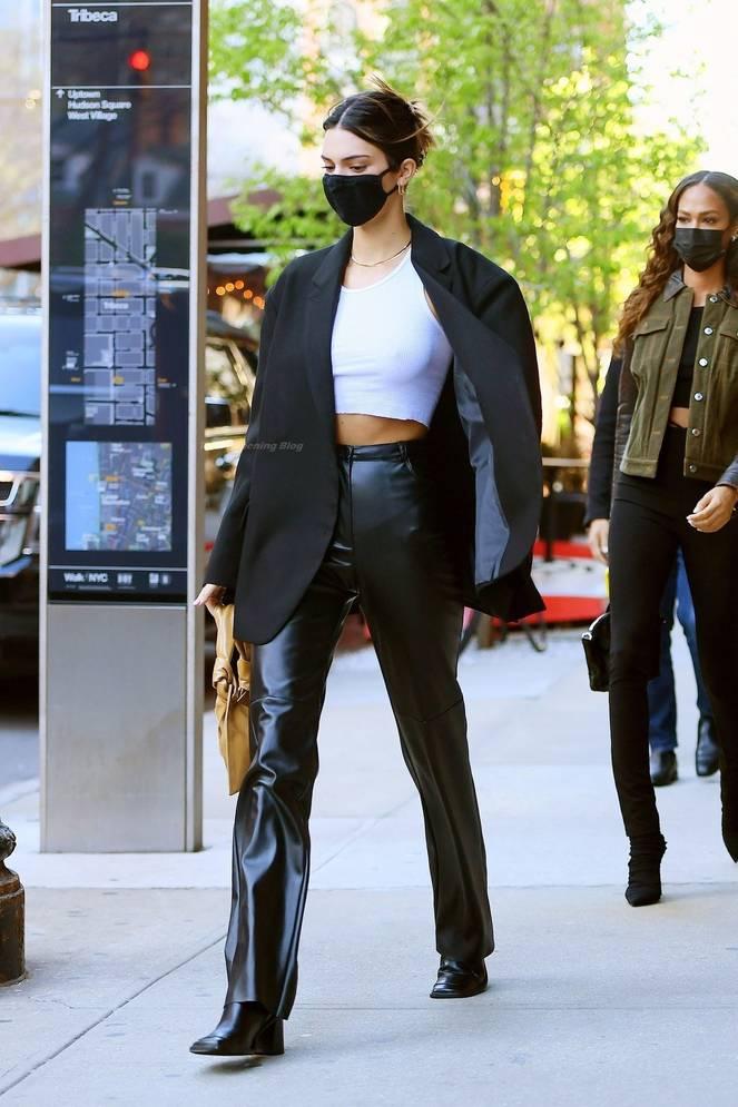 Kendall Jenner Braless 11