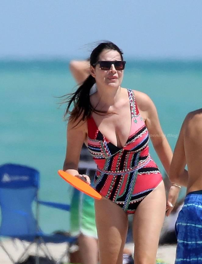 Sonia Amoruso on Beach 11