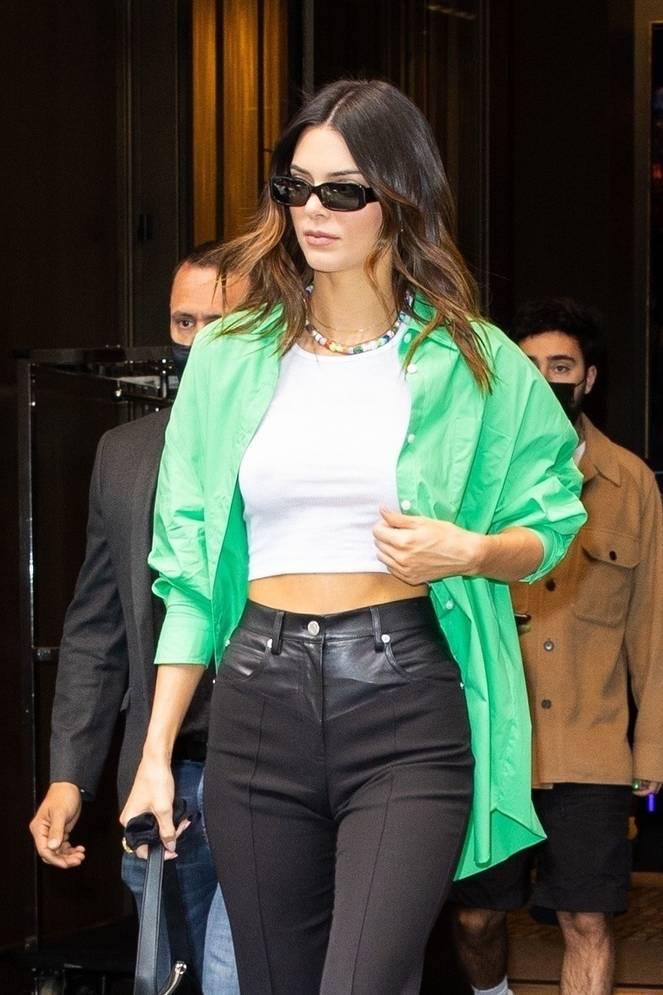 Kendall Jenner Braless 12