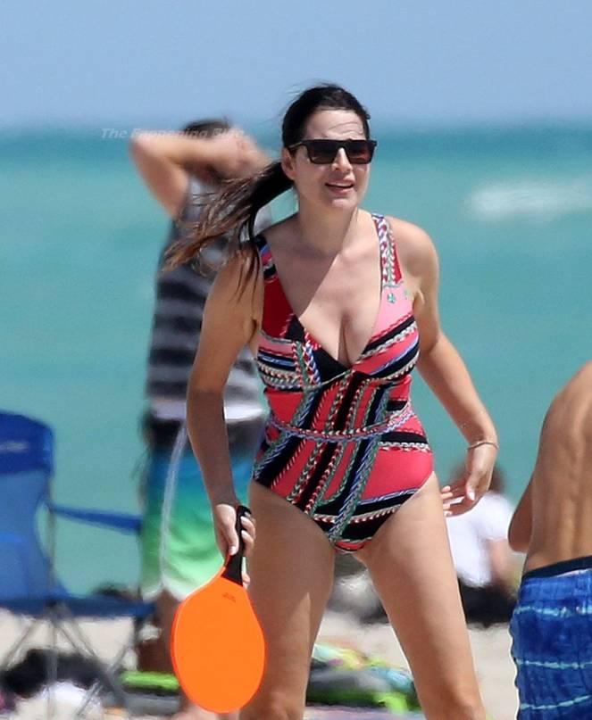 Sonia Amoruso on Beach 12