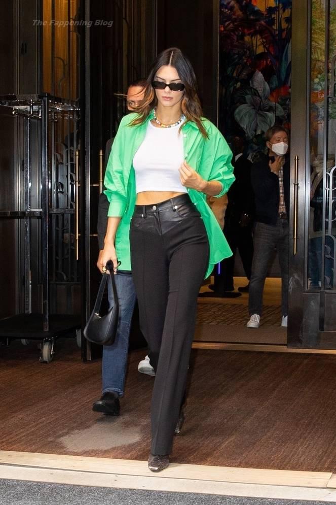 Kendall Jenner Braless 14