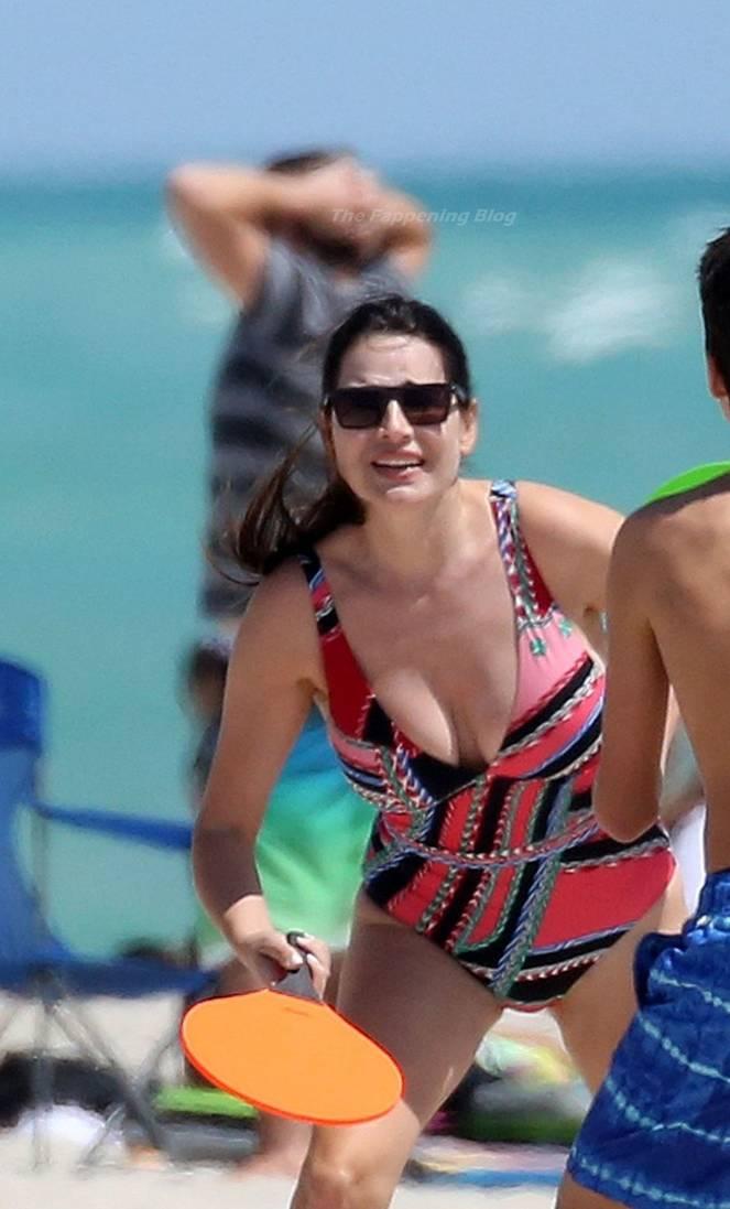 Sonia Amoruso on Beach 14