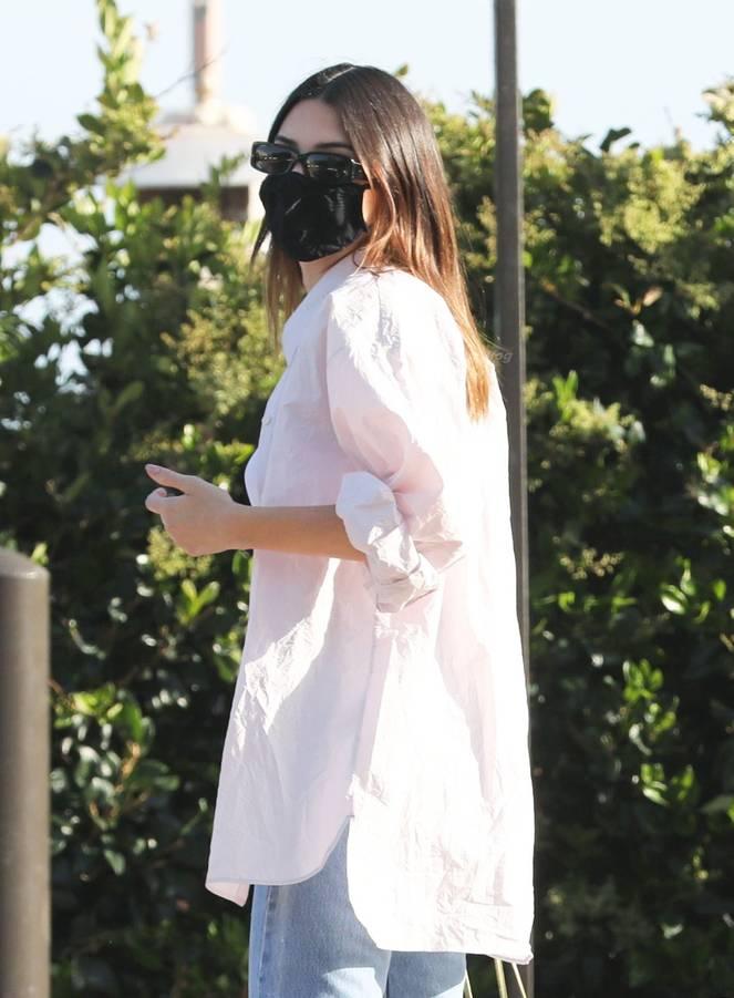 Kendall Jenner Braless 15