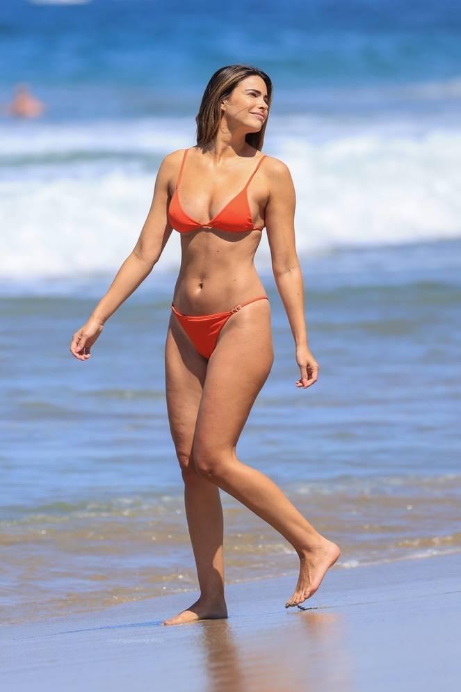 Jennifer Lahmers Sexy on Beach Bikini 15