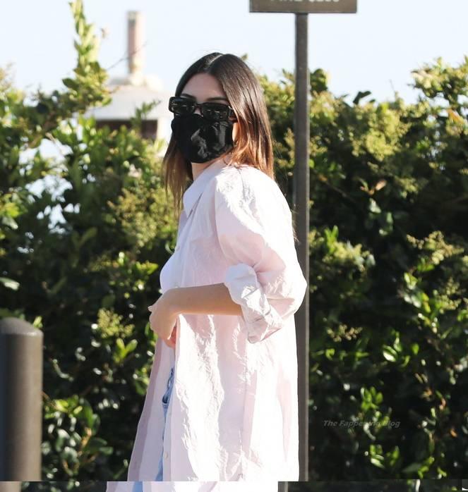 Kendall Jenner Braless 16
