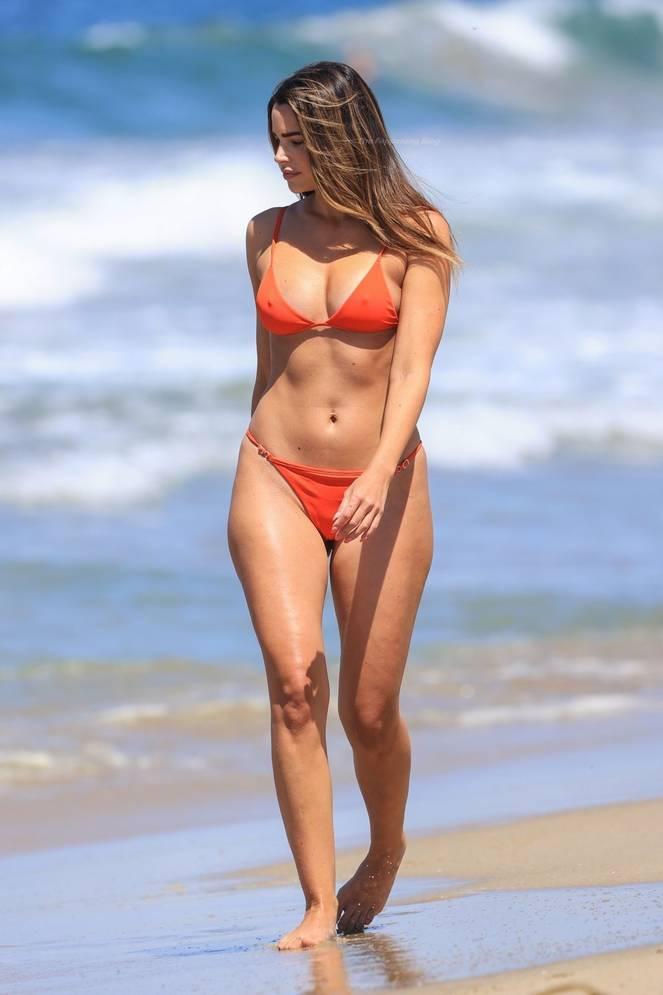 Jennifer Lahmers Sexy on Beach Bikini 16