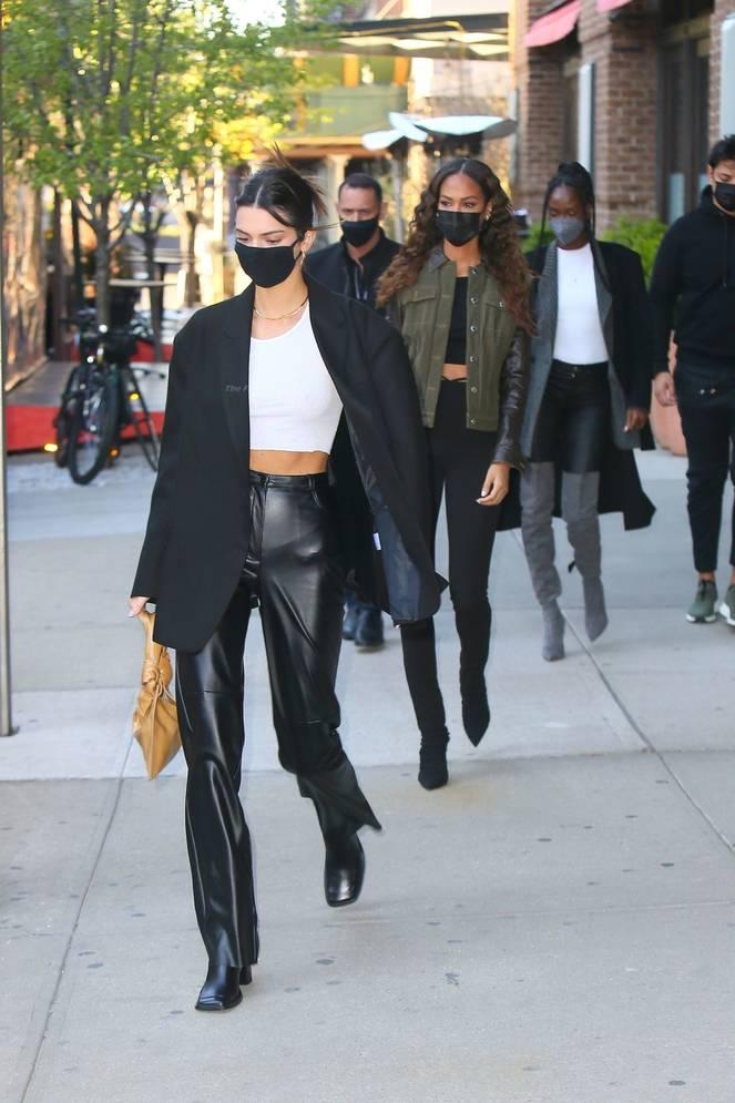 Kendall Jenner Braless 17