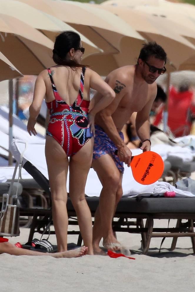 Sonia Amoruso on Beach 17